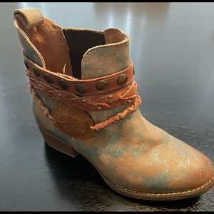 Circle G booties boots  6 gold & teal detailed